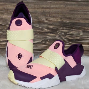 New Nike Huarache Extreme Laceless Pink Sneakers